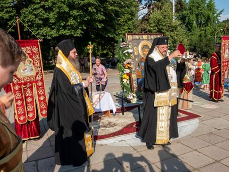 С лития, молебен и тържествена вечерня бяха посрещнати мощите на св. Мина в град Кюстендил