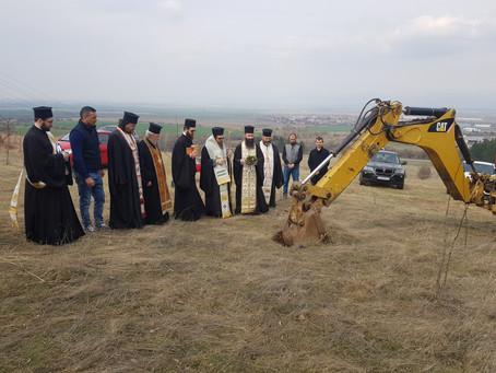 Бе направена копка за изграждането на 33-метров кръст над гр. Елин Пелин