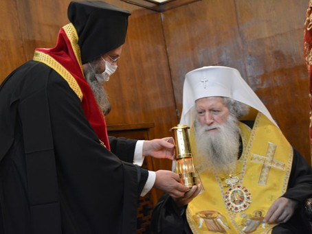 Българският патриарх Неофит получи Благодатния огън от Йерусалим