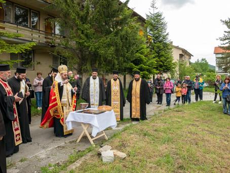 Осветен бе основният камък за параклис в чест на св. апостоли Петър и Павел край с. Сестримо