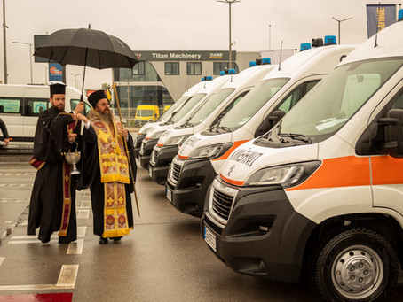 Епископ Поликарп освети 18 нови линейки за спешна медицинска помощ