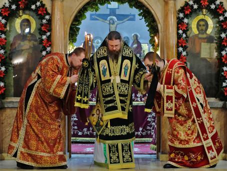 """Столичният храм """"Св. апли. Петър и Павел"""" посрещна своя зимен празник с архиерейска св. Литургия"""