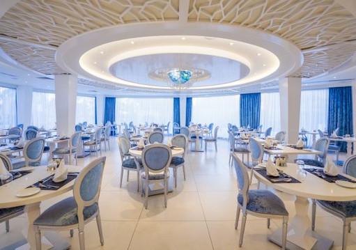 15.-atlantis-restaurant-adults-only-restaurant-570x400.jpg