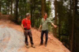 Internationale Zusammenarbeit: Die beiden Geschäftsführe Niklaus Hobi und Karlheinz Hess (Interforst Kirchzell) treffen Absprachen zur Großheubacher Waldbewirtschaftung
