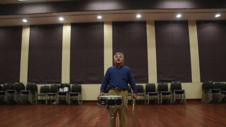 Learn some handy tips on percussion from Mr Takehiro Oura.How to play crescendo on snare drum. (Excerpt from Festival on Earth bar 1-2) Watch this space for our Learn like a Pro series for more instrument playing tips.📷 NUS Wind Symphony