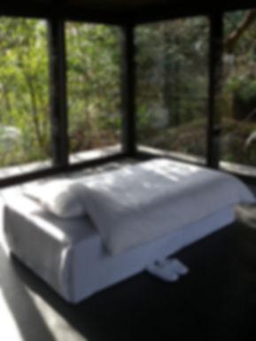 ベッド 斜め.jpg