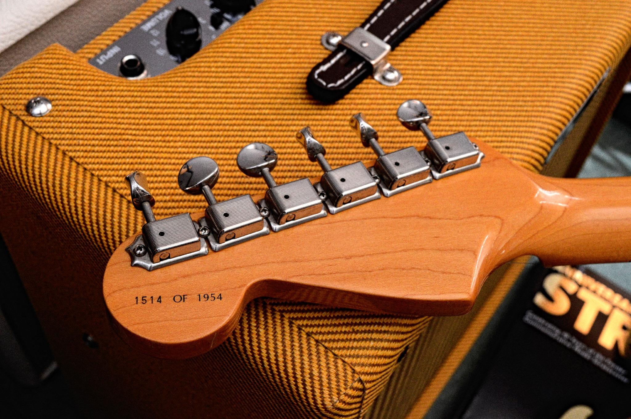 40th Anniversary 1954 Stratocaster headstock