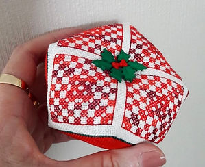Christmas Biscornu free pattern