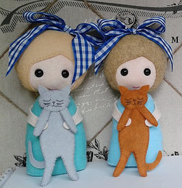 Felt Girls who love cats pattern