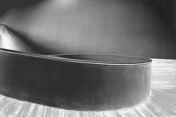 Sin título #8 | Untitled #8 [La densidad del peso | The Density of Weight]