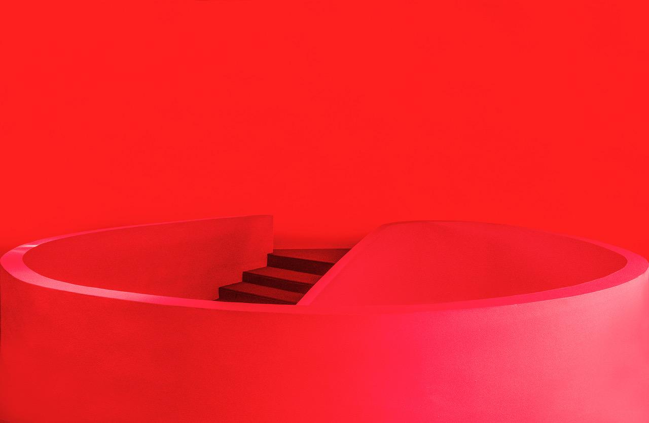 Escalera roja, media