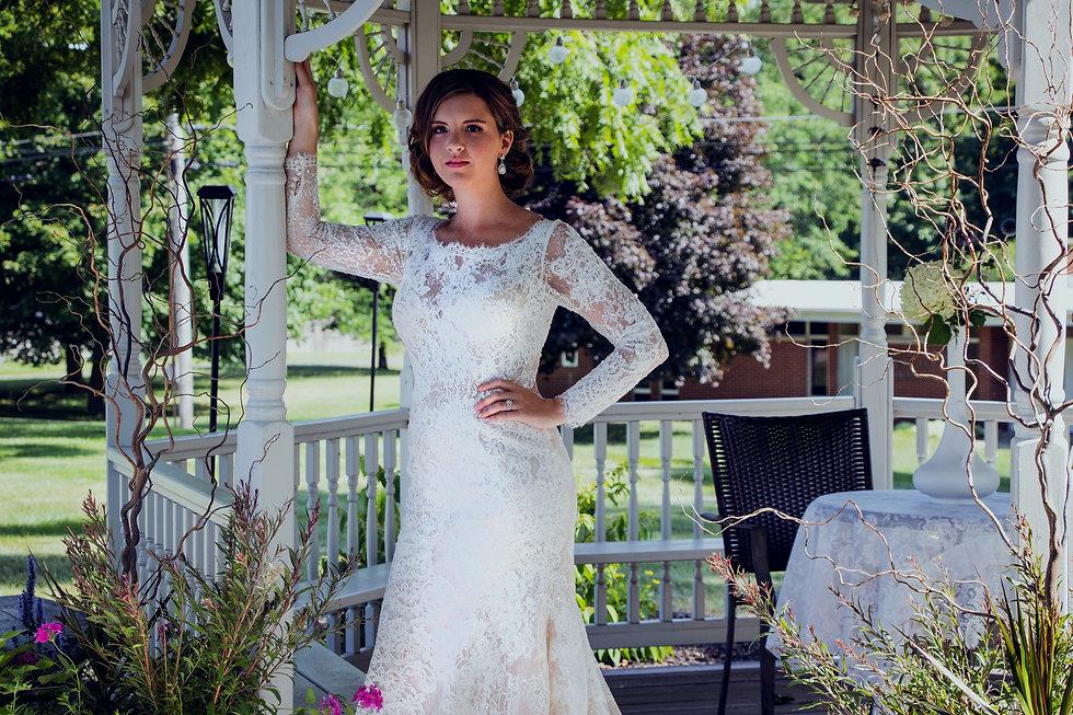 Bride_Gazebo_VillaOnVerona_edited.jpg