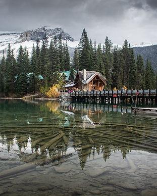emerald-lake-bridge-mountain-yoho-andrea