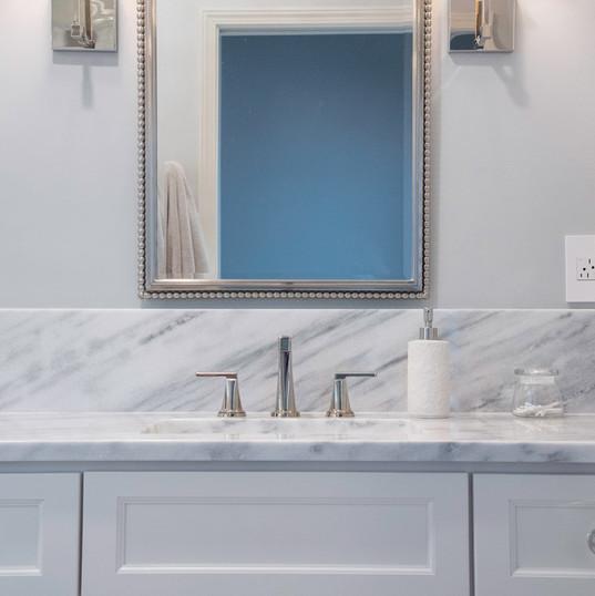 bathroom-counter-interior-etzel.jpg