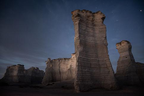 monument-rocks-landscape-kansas-night-we