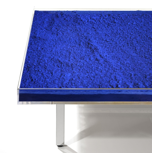 Detail View - Table 'Bleue'