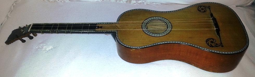 Guitare baroque par Socquet place du vieux louvre à Paris 1769