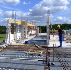 budowa elewacji budynku biurowego