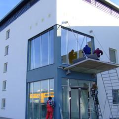 montaż dachu nad wejściem