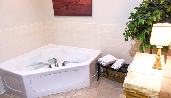 Executive King Whirlpool Suite
