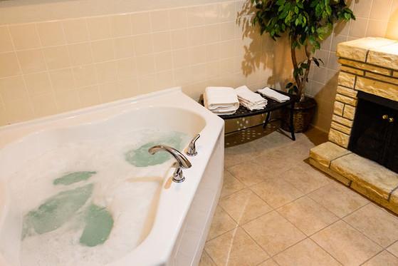 Whirlpool Tub in Whirlpool Suites
