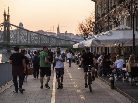 Vége a kijárási korlátozásnak Budapesten, képeken az újranyitás első napja a fővárosban