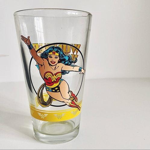 DC COMICS COLLECTIBLE WONDER WOMAN PINT GLASS