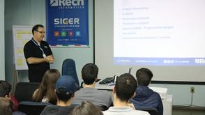 Programa Acadêmico: Cliente Rech Informática recebe visita de alunos