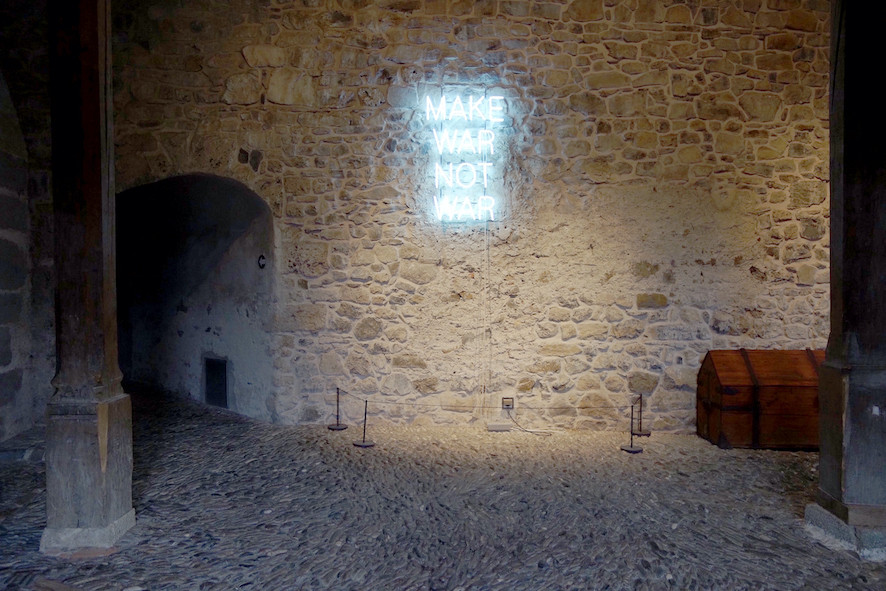 Château de Gruyères art contemporain make war