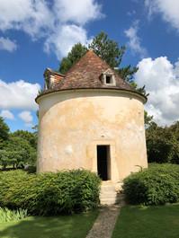 Pigeonnier au Château de Beaulon à Saint Dizant du Gua