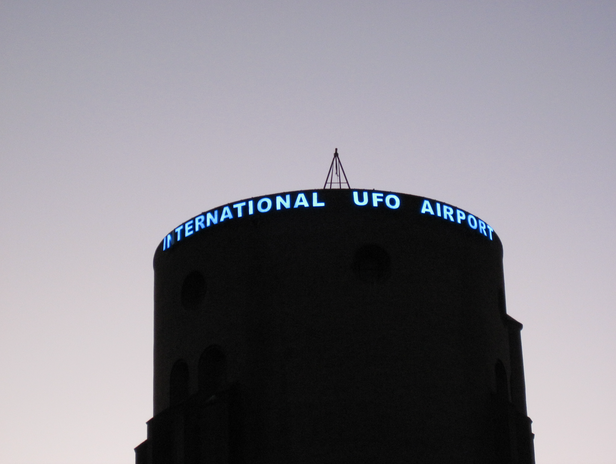UFO AIRPORT.png