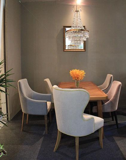 Dining table 01.JPG