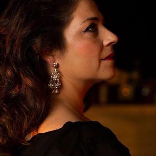 Sara Marreiros as Amália Rodrigues