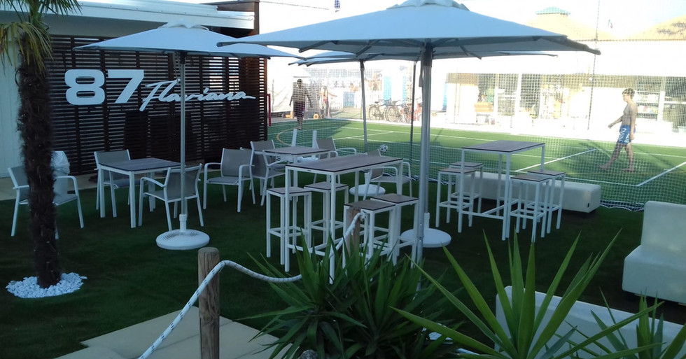 Zona outdoor bar