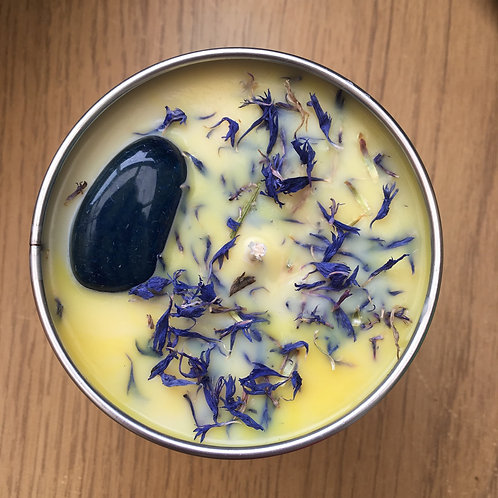 Calming candle with Sodalite crystal