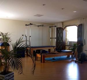 Espaço de pilates na clínica Belle's Estética e Laser, em Curitiba (PR)