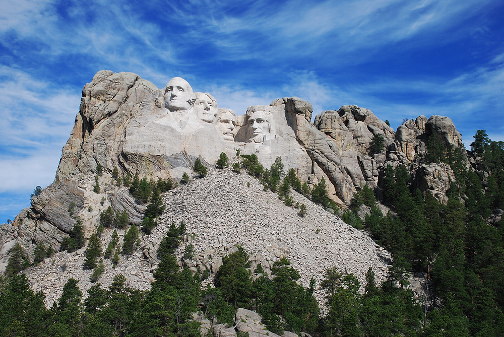 Mt._Rushmore_Early_Morning.jpg