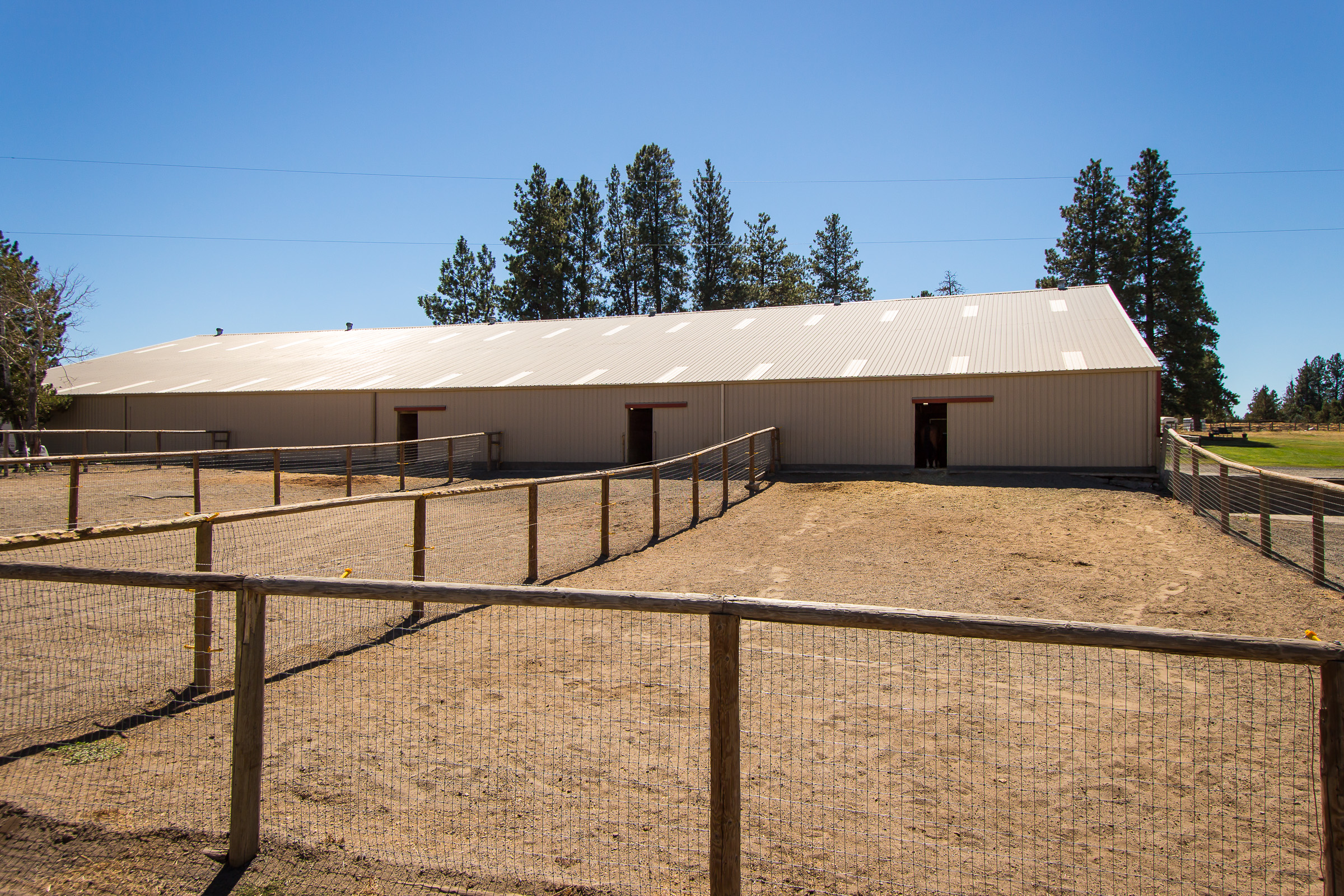 Stalls with in/out paddocks