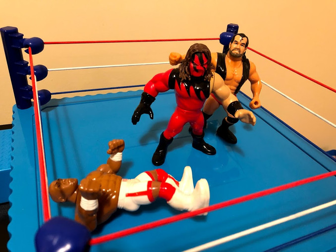 """Right away, Razor Ramon attacks The Big Red Machine!  I guess The Bad Guy subscribes to the theory of """"try to eliminate the biggest guy in the ring"""" instead of """"eliminate the guy who is semi-conscious on the mat first."""""""