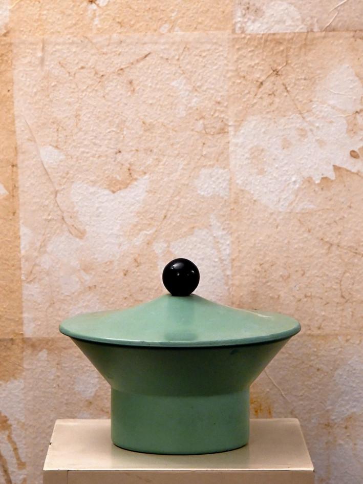 Misure  Ø 21  x  l 18     Scatola decorativa verde    Latta colorata