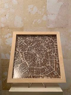 Misure 27 cm x 27 cm Piantina di Milano  Legno filigrana di carta  115 Euro