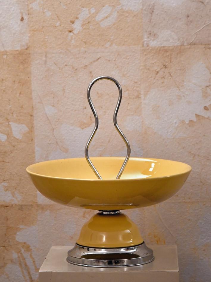 Misure Ø 28 x h 55    Portafrutta giallo anni '50     Ceramica e cromo
