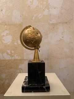 Misura 10 cm x 10 cm x h 26 cm Mappamondo 900'  Base marmo 130 euro