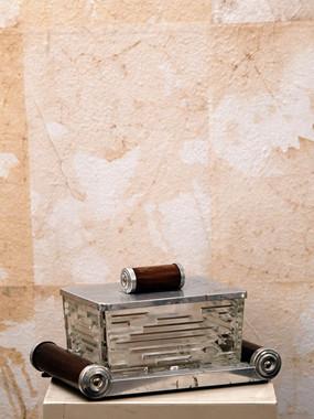 Misure l 16 x h 12      Vassoio l 22 x p 15    Biscotteria '900 con vassoio    Cristallo molato e legno