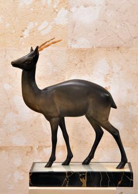 Misure h 36 x base 27 Bronzo cervo con corna in malachite (Epoca) Bronzo, corna malachite base marmo