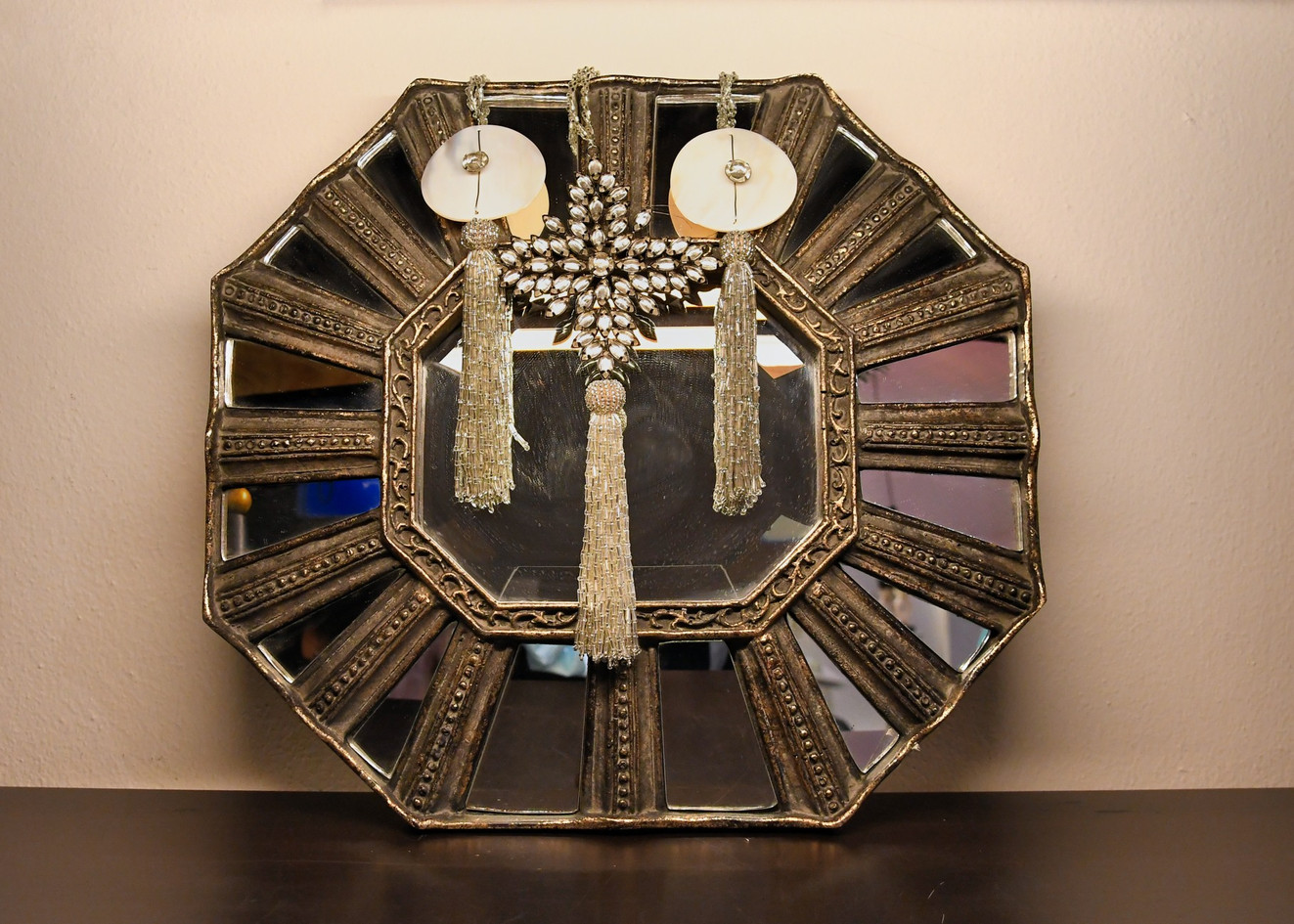 Specchio contemporaneao, Specchio e ottone  Ciondoli natalizi  - misure varie, Vetro argentato, strass, carta effetto origami