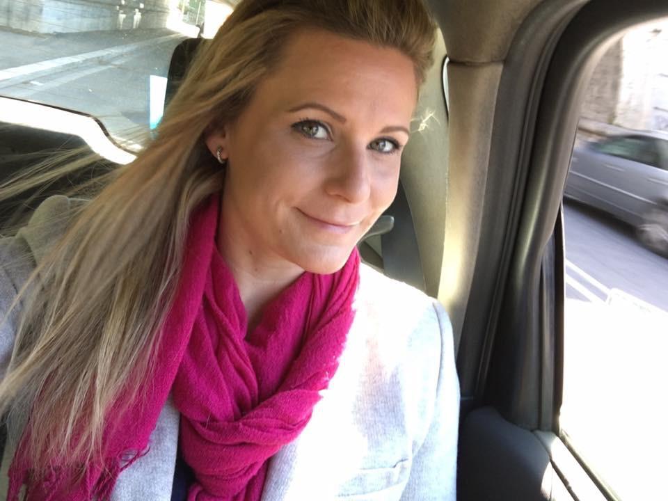Christine in a taxi, rome blogger