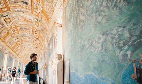 Alone in the Sistine Chapel Tour_hall of maps