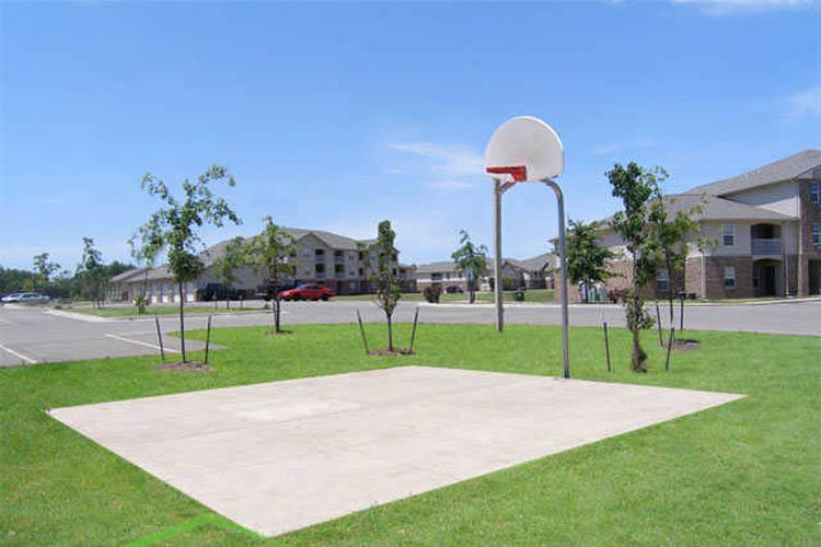 kalamazoo-apartments-for-rent-basketball-court