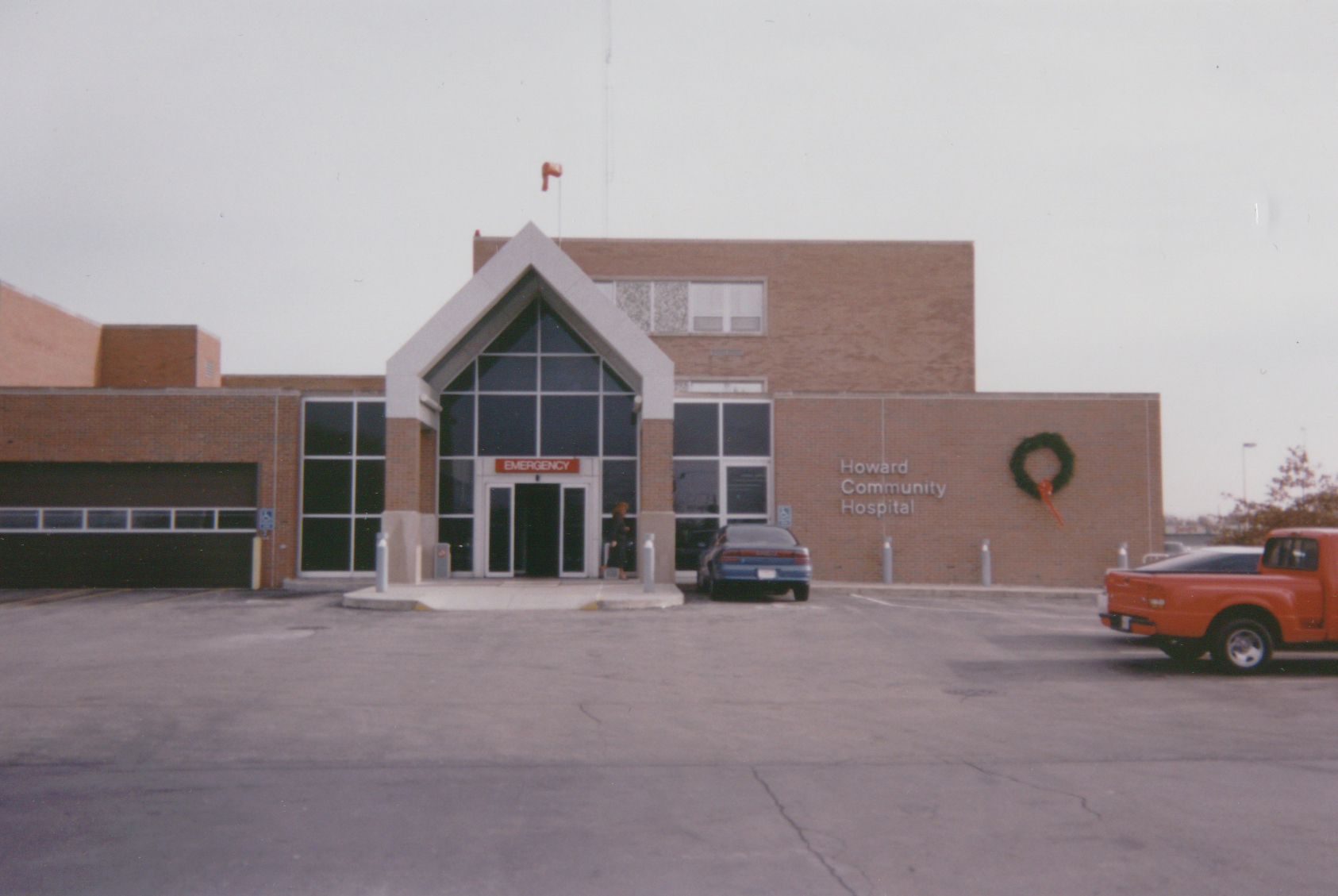 Howard_Community_Hospital_exterior_before2.jpg